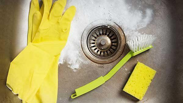 Préparer un nettoyant maison pour déboucher votre